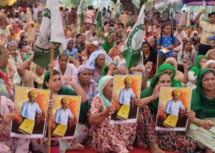 Farmers protest with Bhagat Singh poster