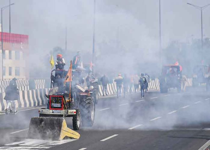 Farmers Parade turn violent at ITO Delhi