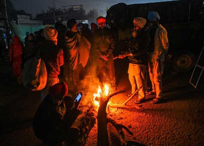 Farmers near bonfire Singhu Border
