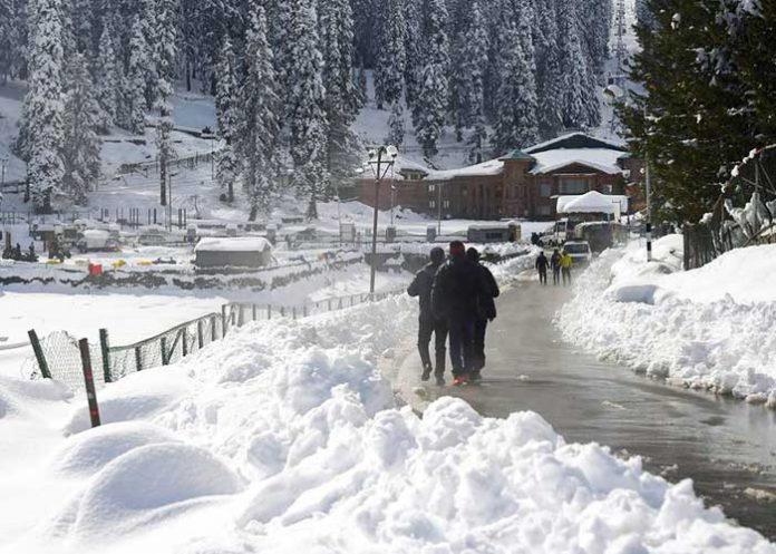 Snow Gulmarg Jammu and Kashmir