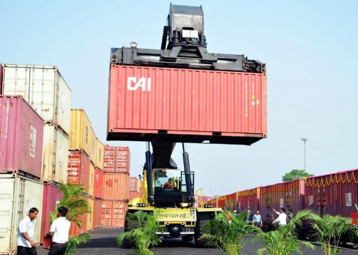 Container for exports