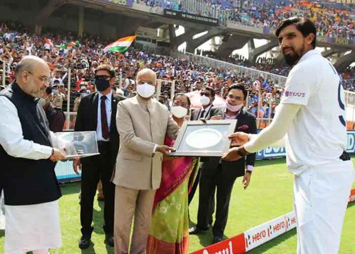 Ishant Sharma felicitated by Kovind