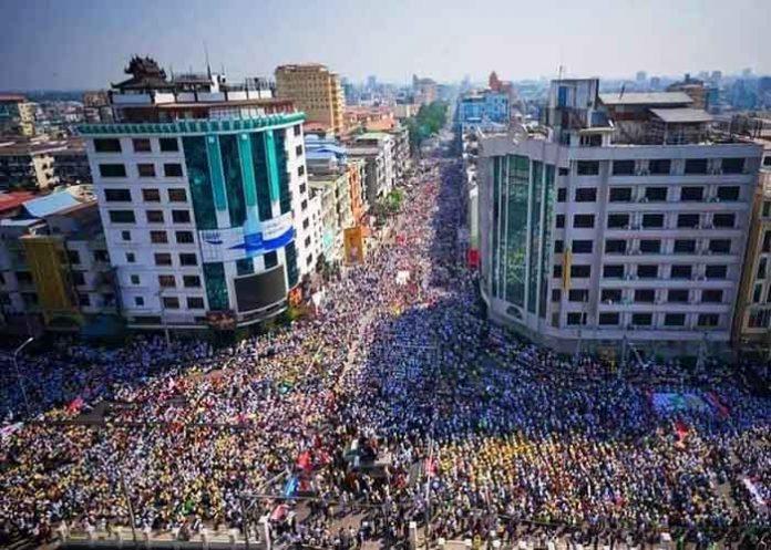 Myanmar People on Mandalay streets