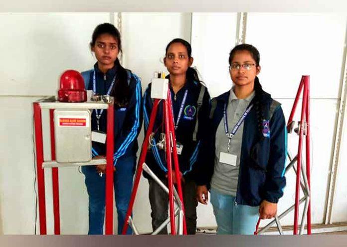 Students develop glacier flood sensor alarm