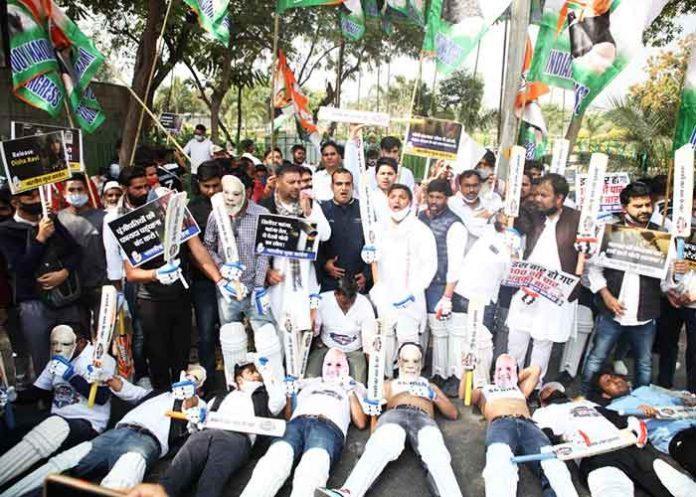 Youth Congress protests outside Smriti Irani residence