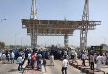 Farmers block KMP Expressway