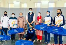 Sukhwinder Bindra distributes Sports Kits