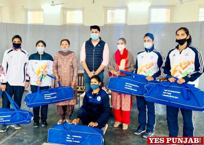 Sukhwinder Bindra distributes Sports Kits