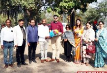 Sukhwinder Bindra hands over Sports Kits SCD Govt College