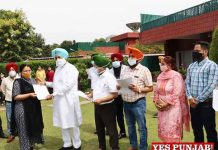 Balbir Sidhu giving App Letters to Specialist Doctors