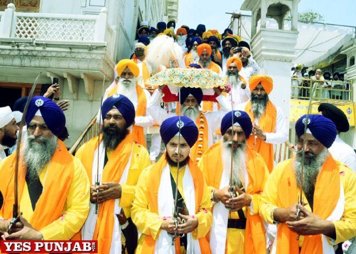 Guru Tegh Bahadur Sahib Decorated Nagar Kirtan from Akal Takht Sahib