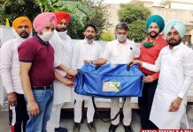 Manish Tewari distributes Sports Kits
