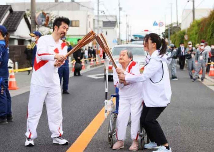Shigeko Kagawa Olympic Torch