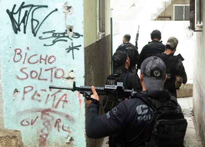 Brazil Rio de Janeiro favela gun battle