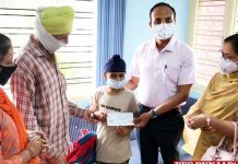 DC hands over cheque to Vansh