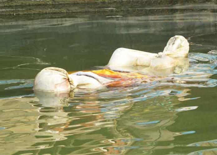 Dead bodies floating in Ganga Bihar