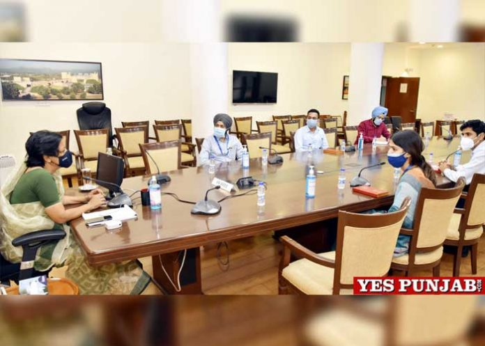Vini Mahajan meeting cadre IAS probationers