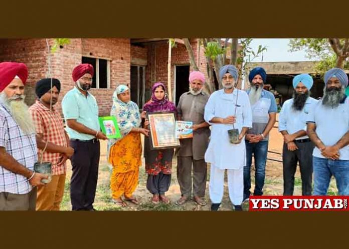 Atam Pargas helps families of martyr farmers 1