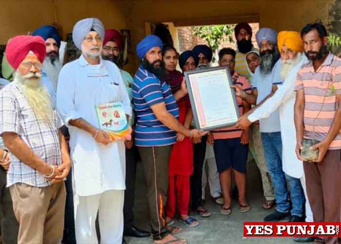 Atam Pargas helps families of martyr farmers 2