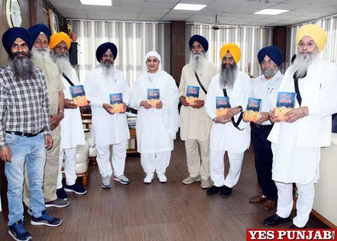 Bibi Jagir kaur releases Massacre of Sikhs