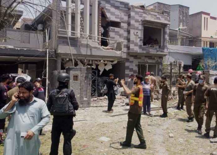 Bomb blast near Hafiz Saeed house