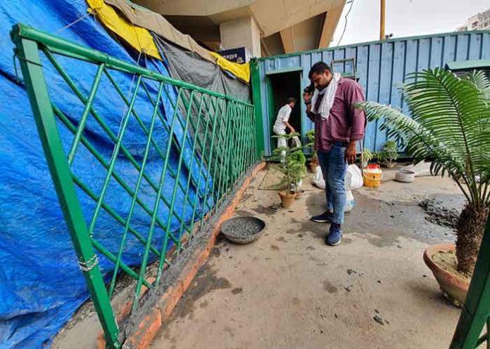 Farmers reinforce protest site to guard agains rain storm