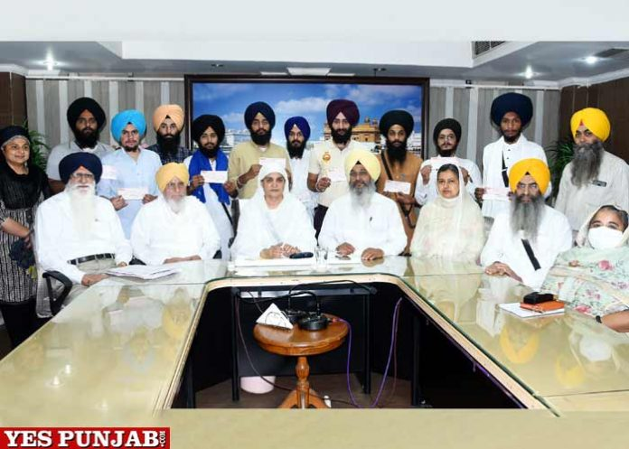 Jagir Kaur hands over Scholarship cheques MA Religious Studies