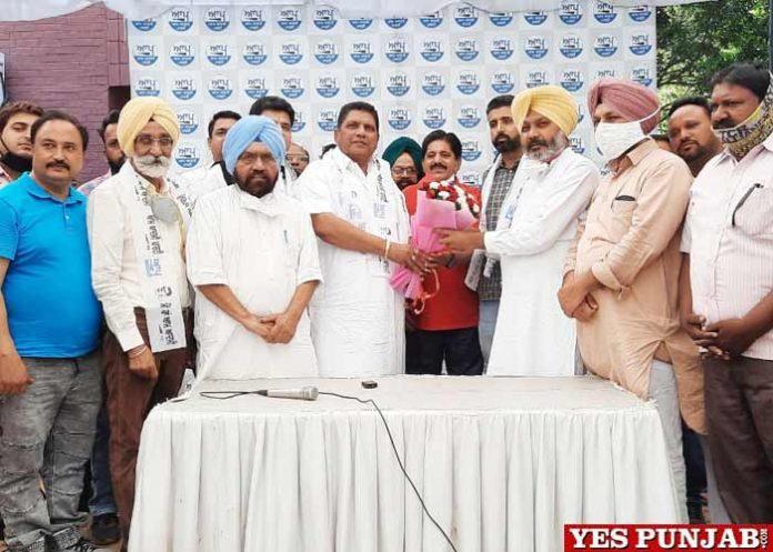 Randhawa son NRI join AAP