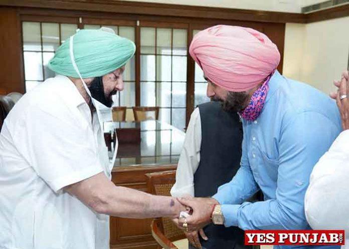 Amarinder meet Sidhu in Chandigarh handshake