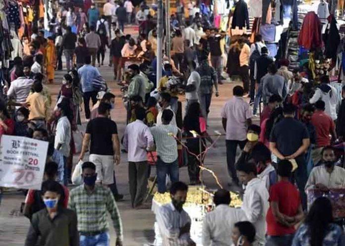 Delhi Janpath market Crowd