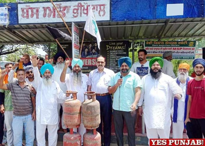 Kandi Kisan Sangharsh Committee protest against Cylinder prices