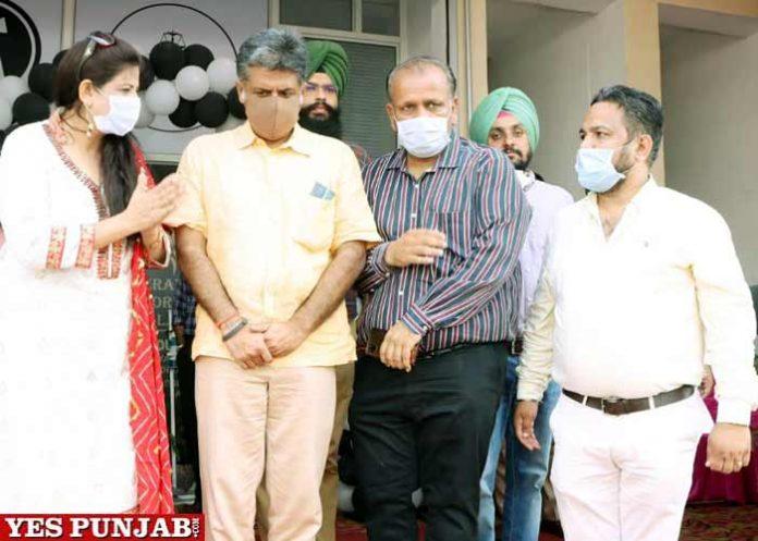 Manish Tewari meet Lawyers