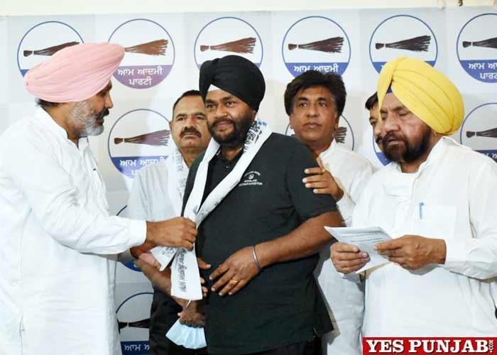 Mayor Babbi Chaudhary joins AAP 2