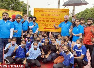 Rana Sodhi with hockey team