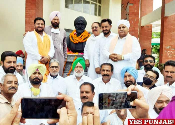 Sodhi unveils statue Shaheed Udham Singh in Guruharsahai