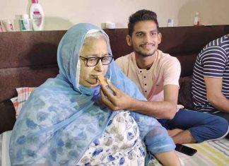 Manpreet Singh mother Celebrating