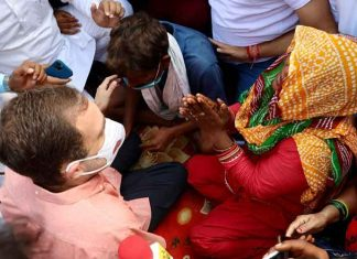 Rahul meets 9yr old victims family Delhi