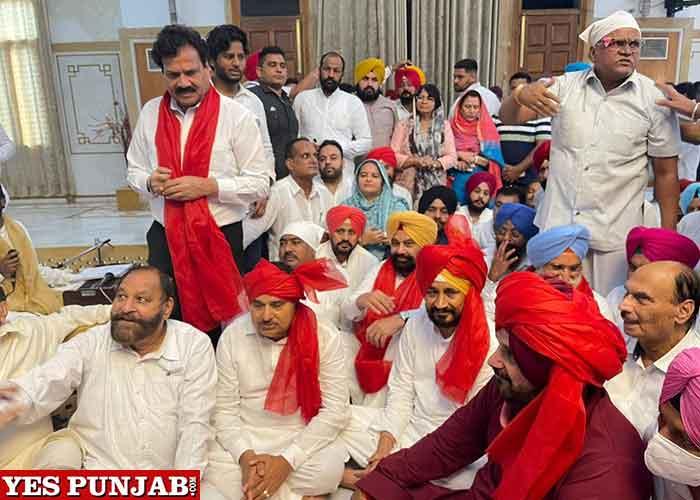 Channi Sidhu pays obeisance at Bhagwan Valmiki Tirath