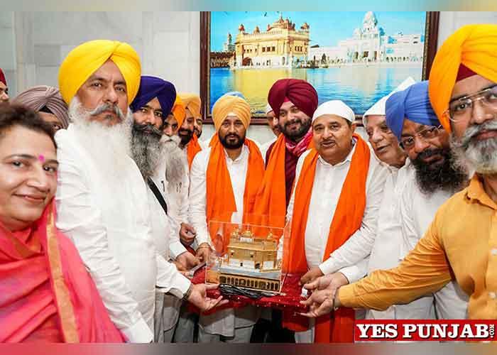 Channi Sidhu pays obeisance at Darbar Sahib