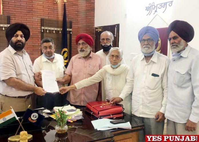 Desh Bhagat Yadgar Committee delegation meet Amritsar DC