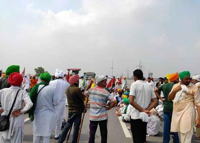 Farmers block KMP Expressway 27Sep21