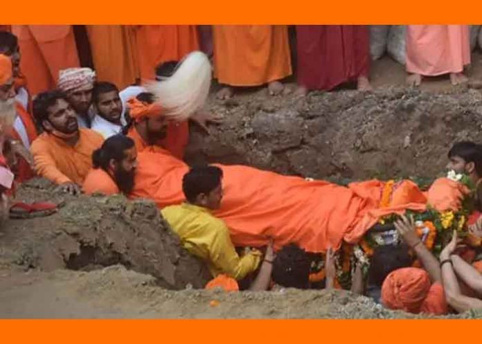 Mahant Narendra Giri given samadhi
