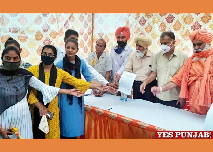 NGT Nigran Committee honored dost Lachhman with daughters
