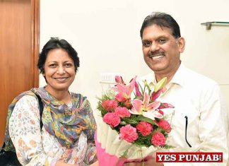 Vini Mahajan welcoming Anirudh Tewari