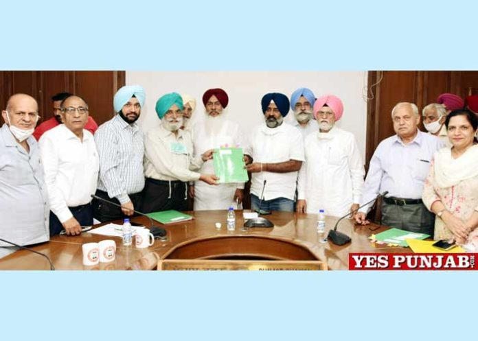 Aided Colleges Delegation meets Pargat Singh