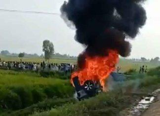 Car mows down protesting farmers 2