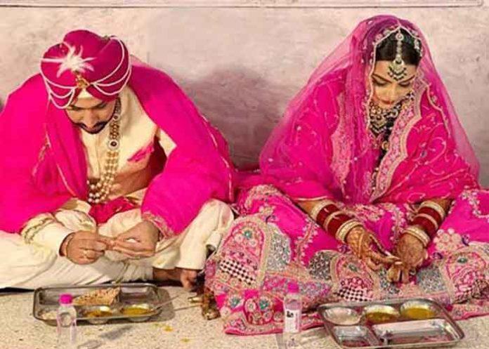 Charanjit Channi Son Wedding eating Langar