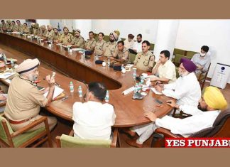 Charanjit Channi meeting with Police Officers