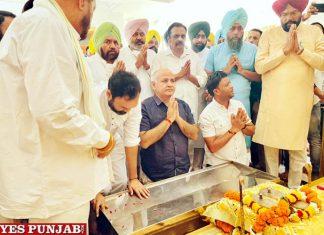Manish Sisodia arrives Tirath Dham in Amritsar