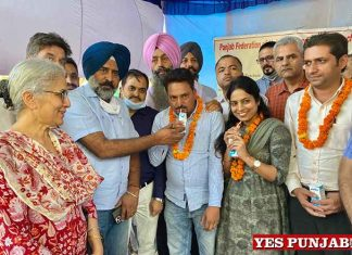 Pargat Singh end hunger strike of University and Colleges Association